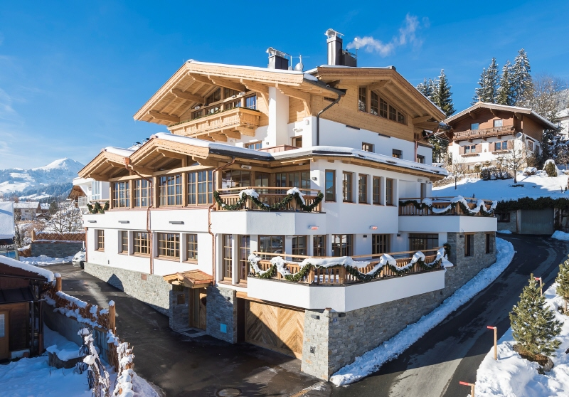 Kirchberg: Bezugsfertiges  Penthouse im Chaletstil in Panoramalage mit Lift, Terrassen und Garage und Conciergeservice
