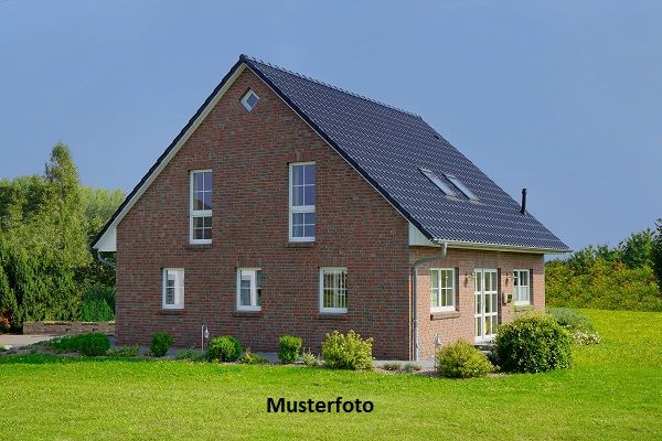 Mehrere Wohnhäuser mit Garagen  - Versteigerungsobjekt - /  / 8124Neuhof / Bild 0